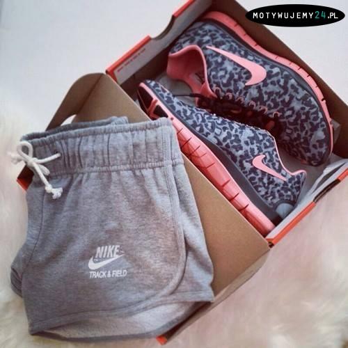 świetne damskie spodenki i buty!